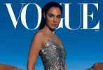 """日前,蓋爾·加朵登上美版《VOGUE》雜志五月刊封面,一改往日英氣十足的""""神奇女俠""""風范。照片中的她融入大自然,詮釋著關于時尚的更多可能性,令人驚喜。"""