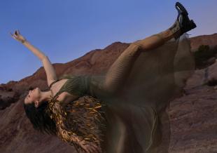 蓋爾·加朵新寫真釋出 卸下女俠外衣依舊光彩照人