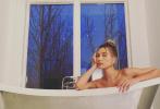 恩愛夫妻比伯和海莉再營業。賈斯汀·比伯在社交網站上傳一組攝影作品——以老婆海莉為模特,浴缸為道具拍攝的一組浴室大片。