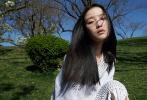 4月15日,倪妮成为《T magazine》四月刊封面人物大片发布。走到户外,沐浴着明媚的春光,感受繁花的芬芳。大片中,倪妮以黑长直发型出镜,头戴黑色冷帽,穿着镂空连体裤,加上春日盛开的梨花,透露出满满的春日气息,生机盎然。  