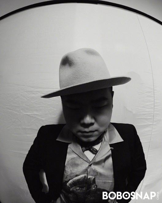 双鸭山天气:岳云鹏画家帽造型登封 解锁独树一帜的时尚气概 第2张