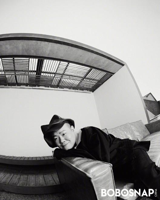 双鸭山天气:岳云鹏画家帽造型登封 解锁独树一帜的时尚气概 第3张