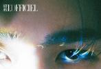 """4月28日,蔡徐坤登封《时装L'OFFICIEL》4/5月合刊封面大片释出。封面照的""""蔡格尼克""""少年,穿着简单西装T恤,三棱镜光效影射在他精致的脸上,眼神温柔似水,打造出一众清冷又柔和的少年感。"""