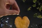 4月29日凌晨,窦骁通过微博晒出一组17宫格的照片,分享自己和女友何超莲的日常,深夜狗粮甜齁人!