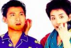 近日,有网友曝光了一组昔日刘德华和王菲罕见穿情侣睡衣的照片。照片中,两人穿着一蓝一红的情侣款睡衣,王菲皮肤白皙,妆容复古十分显气质;刘德华脸上蓄着胡子,依旧英俊迷人。两人笑容青涩纯真,搞怪可爱。