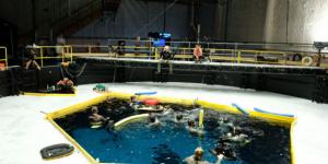 《阿凡達2》最新片場照曝光 卡梅隆指導水下拍攝