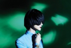 5月10日,李宇春成为《时尚芭莎》6月刊封面人物大片发布,这也是她第七次登上芭莎封面。大片中,李宇春齐刘海长发的全新造型又美又飒,搭配夸装配饰和暗色唇妆容,魅惑十足,尽显冷艳凌厉姿态。