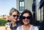 """當地時間5月10日母親節,眾多好萊塢影星、知名藝人通過社交賬號曬出與媽媽的照告白、慶祝。這其中有""""美隊""""克里斯·埃文斯、""""神奇女俠""""蓋爾·加朵、范寧姐妹、賈斯汀·比伯、""""卡妹""""卡米拉·卡貝洛、""""甜茶""""甜茶提摩西·查拉梅等。"""