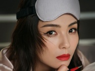 美人失眠什么樣?劉濤失眠妝襲人 紅唇嫵媚動人