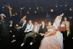 5月12日,演员杰瑞米·波普在网上分享了网飞新剧《好莱坞》的幕后照,剧组成员间的融洽气氛首次展现在观众们的面前。
