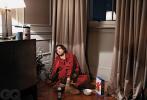 近日,罗伯特·帕丁森登上美版《GQ》杂志志6/7月号封面,封面照及写真曝光。有意思的是,此次的所有照片都是罗伯特·帕丁森本人在家中拍摄完成的,为影迷呈现了一个有趣的居家状态。