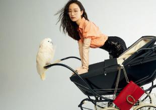 倪妮登封蓬松卷发造型搭雅痞男装 推婴儿车遛鹦鹉