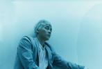 5月20日,李易峰成为《时装男士》六月刊封面人物大片发布。此次,李易峰突破自我,尝试银色寸头造型,犹豫不羁的气质,加上雀斑妆,尽显时尚表现力。
