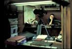 """""""你今晚会出去吗?""""这句《花样年华》里的经典台词相当符合""""520告白日""""的氛围。适逢《花样年华》上映20周年,泽东电影专门选择5月20日下午5:20,在微博发布了一张导演王家卫珍藏的开机日照片。黑白泛黄的相纸上,苏丽珍(张曼玉 饰)和周暮云(梁朝伟 饰)同坐一桌,道不明的情愫也在慢慢发酵。"""
