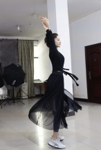 《大唐明月》曝古力娜扎练舞照 舞姿曼妙纱裙迷人