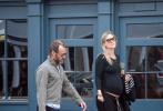 据外媒英国《每日邮报》报道,47岁的英国著名男星裘德·洛又要当爸了!本月17日,裘德·洛和小他15岁的娇妻菲丽帕·柯恩逛街,被拍到女方小腹明显隆起的照片,证实裘德·洛造人成功。