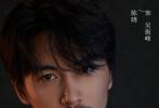 5月26日,电视剧《冰雨火》举行开机仪式后又正式公布定妆照。陈晓饰演的吴振峰长刘海黑发,蓄着胡子,一身黑衣,眼神亦正亦邪。