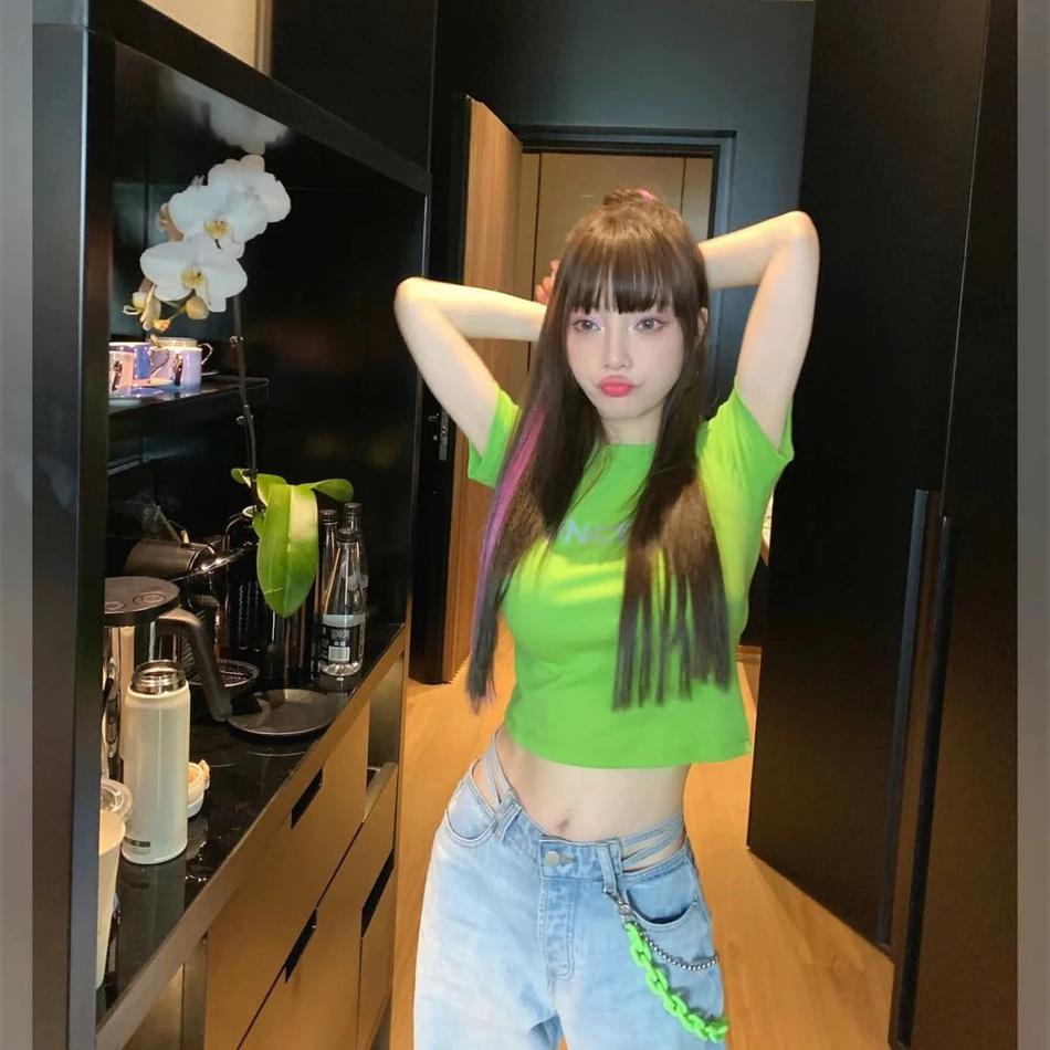 联博统计:37岁李小璐扮少女性感又甜蜜 扎丸子头秀小蛮腰