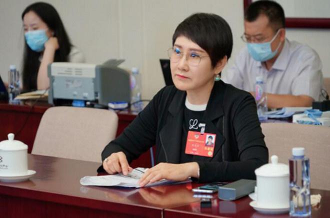 委员张凯丽:年夜力深刻推行朗读艺术 加强文化自信