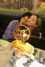 王菲为李嫣庆14岁生日 女儿手机壳竟是老妈表情包