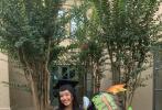 """5月29日,演员陈冲在微博上发文表示21岁的大女儿从哈佛大学毕业,并且得到了学校的最高荣誉。陈冲言语之中充满着激动与欣慰:""""当我在网上听到毕业典礼的音乐时,眼前闪过了她从幼儿园、小学、中学每一次的毕业典礼......今天,我可以好好哭一场,让幸福、希望和感激充满我的全身心。"""""""