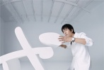 5月29日,陈坤为《时尚先生》六月刊拍摄的双封面及内页大片释出。