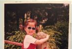 6月1日儿童节,虞书欣通过更换微博头像和粉丝一起过节。一向十分鬼马的虞书欣,在头像上也要搞点不一样!她换上了一张自己童年时期穿着红色肚兜的照片,梳着两个小辫的她,双手胸前交叉,摆着pose,模样呆萌可爱。
