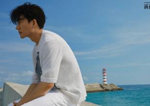 黄轩新海边大片释出 清新自然文艺范儿十足获赞