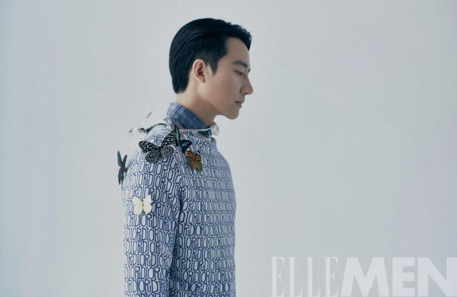 黄轩再登杂志封面 蝴蝶点缀西装尽显时尚格调