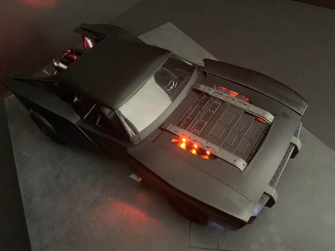 新版《蝙蝠侠》暴光观点图 蝙蝠车设计凸起真实感