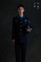 《冰雨火》王一博警服造型曝光 穿防弹衣侧颜帅气