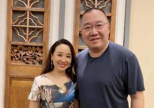 《我爱我家》剧组重聚关凌梁天合照 宋丹丹缺席