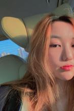王菲14岁女儿罕见晒怼脸自拍 橘发造型妆容精致