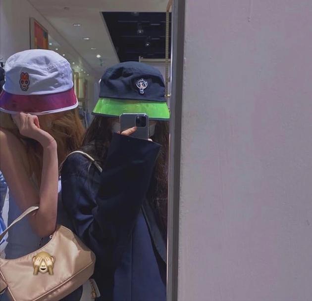 欧博亚洲:太难了!星二代李嫣制止被说炫富 晒照为包包打码