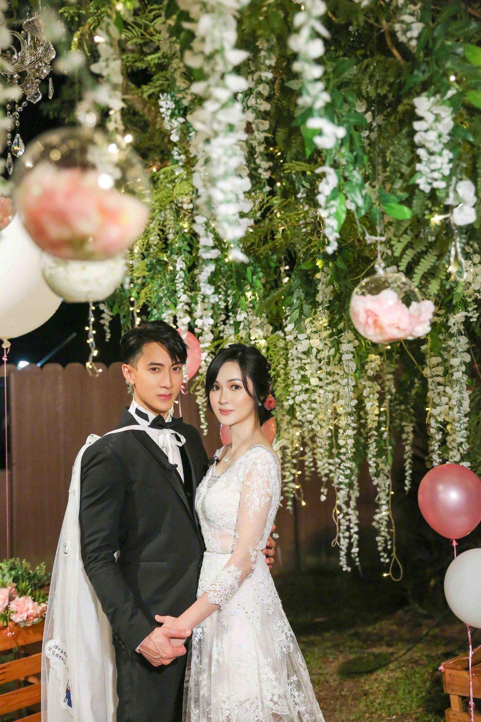 ug环球手机版下载:吴尊分享婚礼现场照 感性发文表明妻子感恩所有 第1张