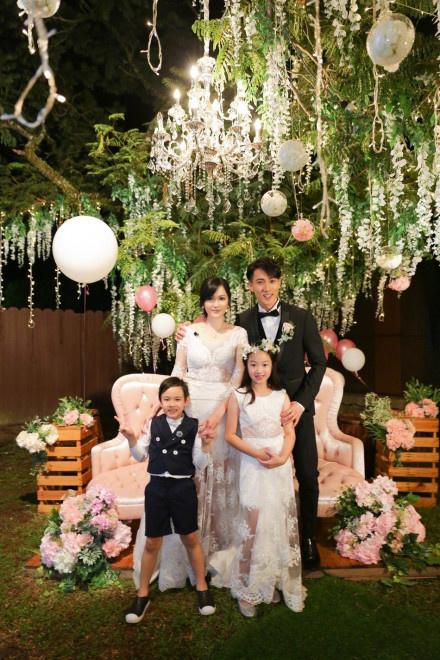 ug环球手机版下载:吴尊分享婚礼现场照 感性发文表明妻子感恩所有 第3张