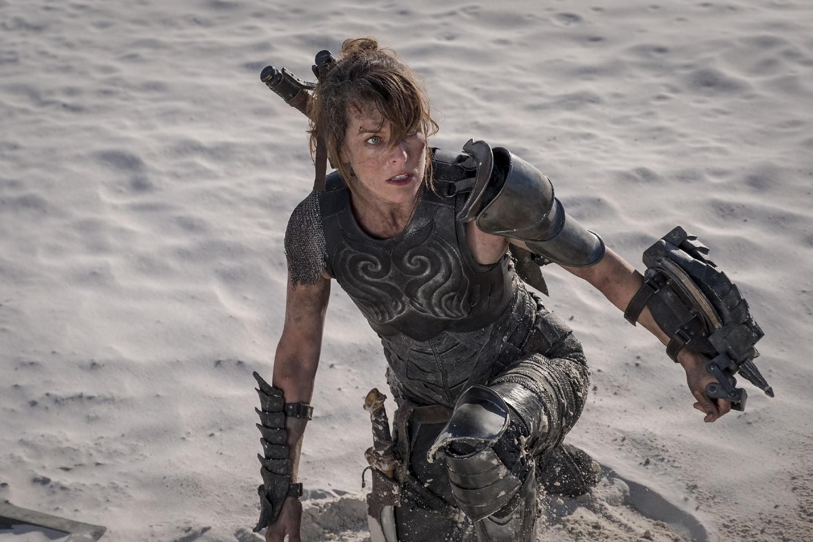 """《怪物猎人》9.4上映 米拉·乔沃维奇""""新设备""""暴光"""