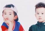 """6月10日,易烊千玺的弟弟楠楠参与拍摄的微电影《少年在行动第三季》画面曝光,该微电影是以公益为核心,用少年儿童来演绎出具有教育意义的故事,楠楠在其中饰演的角色名叫""""小宇""""。"""