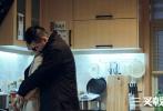 """6月10日,由马珂担任制片人,刘海波执导,陈建斌、董勇、郝平领衔主演的公安剧《三叉戟》发布""""铁汉柔情""""版海报,崔铁军(陈建斌饰)和张华(陶红饰)、徐国柱(董勇饰)和花姐(胡可饰)、潘江海(郝平饰)和马晓宣(赵子琪饰)剧中三对CP两两组合,他们或隐忍、或悲伤、或深情的表情,似乎预示了《三叉戟》剧情的全新发展方向。"""