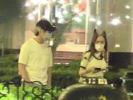 彭昱畅和女友外出聚餐 女友打扮甜美疑似圈内人
