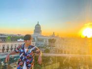 周杰倫曬古巴留影預告新歌MV 穿著極具地域風情