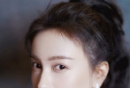 """6月12日,黄晓明通过微博按姓氏首字母顺序逐一晒照为《乘风破浪的姐姐》中的30位成员们打call加油,还十分有心地为每一位姐姐写上不同的专属应援祝福,网友纷纷赞其""""端碗艺术家!"""""""