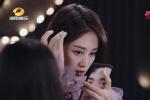 暴露了!追星的姐姐藍盈瑩 用李現表情包做手機殼