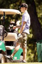 比伯打高尔夫秀球技 粉丝怀念8年前的高尔夫少年
