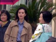 劉詩詩《流金歲月》路透 穿卡其色風衣酷暑下拍攝