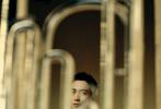 """6月22日,朱一龙成为《智族GQ》7月刊风main大片释出。此前为杂志发售预热曝光了一组晒伤妆造型,令外界对这一封备受期待。内页大片中,钢琴、三角铁、手风琴... 糅合在自然背景里,营造一个复古文艺的""""仲夏日之梦""""。"""