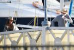当地时间6月19日,美国洛杉矶马里布海域,莱昂纳多·迪卡普里奥在此举办了一场游艇派对,为他的超模女友卡米拉·莫罗尼庆祝23岁生日。
