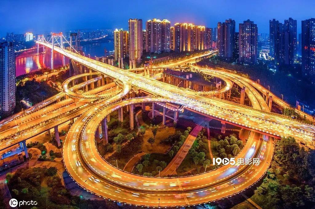 ug环球官网开户网址:重庆,为何这么多影视作品都偏心这座都会? 第7张