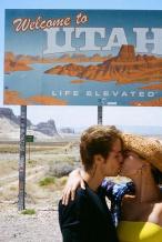 懒理性侵风波!海莉晒游客照 与比伯拥吻秀恩爱