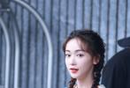 6月28日,网上曝光了一组《奔跑吧》最新路透照。照片中,Angelababy、吴谨言、蔡徐坤、郭麒麟、郑恺、李晨、宋小宝、沙溢穿上童风套装。